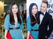 Làng sao - Hương Tràm diện váy xẻ sâu đến mừng Cao Thái Sơn