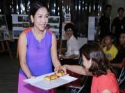 Diva Mỹ Linh ra sức mời khách đấu giá tranh từ thiện