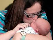 """Bà mẹ """"sống ảo"""" phát trực tiếp quá trình sinh con trên facebook và lý do khiến nhiều người cảm động - 3"""