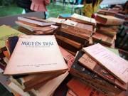 Tin tức - Hàng ngàn người đội mưa rét mua sách giá rẻ