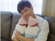 Lâm Chí Dĩnh bất ngờ khoe ảnh 2 con trai mới chào đời