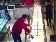 Clip Eva - Tên cướp cửa hàng vàng bổ rìu vỡ tủ kính