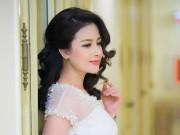 Dương Hoàng Yến tinh khôi trong đầm trắng của NTK Hà Duy