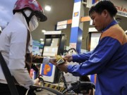 """Mua sắm - Giá cả - Giá dầu sắp hạ """"khủng"""", giá xăng trong nước vẫn giảm """"nhỏ giọt""""?"""