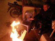 Co ro đốt lửa trong đêm đông lạnh giá