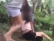 Clip Eva - Video: Cô gái trẻ bị lột đồ, đánh hội đồng trong rừng gây phẫn nộ