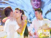 """Clip Eva - Hồng Ngọc """"khóa môi"""" Đàm Vĩnh Hưng  trong tiệc sinh nhật"""