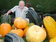 Nhà đẹp - Choáng váng cụ ông 67 tuổi trồng rau củ quả to hơn cả cháu