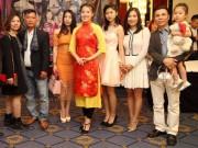 """Làng sao - Á hậu Thúy Hằng gây quỹ ủng hộ """"Vòng tay nhân ái"""" của ca sĩ Khánh Ly"""