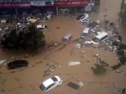 Tin tức - Xe hơi, nhà cửa trôi thành dòng, Hàn Quốc đổ nát kinh hoàng trong siêu bão