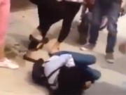 Tin tức - Thái Bình: Xuất hiện clip nữ sinh áo trắng bị đánh hội đồng dã man