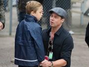 Ngôi sao 24/7: Brad Pitt bật khóc, ôm con vào lòng khi lần đầu được gặp lại