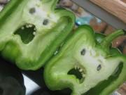 Nhà đẹp - Ngỡ ngàng thân hình kỳ quái của rau củ quả