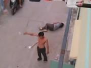 Tin tức - Chồng dùng dao cứa cổ vợ ngay trước cửa nhà, con gái gào khóc
