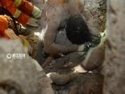 Tin tức - Ứa nước mắt cảnh bố mẹ dùng thân xác che chắn cho con gái trong vụ sập nhà