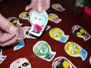 Tin tức - Hơn 30 học sinh tiểu học ngất xỉu nghi do ngửi đồ chơi Trung Quốc