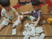 Hai bé trai ngồi xếp tiền gửi 'chú Phan Anh' ủng hộ miền Trung gây sốt cộng đồng mạng