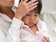 Làm mẹ - Cẩm nang mẹ Việt cần biết để phòng và trị bệnh trẻ ốm sốt lúc chuyển mùa