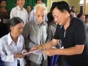 Tin tức thị trường - Vinamilk trực tiếp đi cứu trợ người dân vùng lũ Hà Tĩnh, Quảng Bình