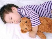 Làm mẹ - Vì sao những đứa trẻ ngủ trước 8 giờ tối luôn đạt chuẩn cân nặng?