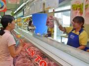 Mua sắm - Giá cả - Người Sài Gòn soi thịt heo sạch bằng smartphone từ 10-12