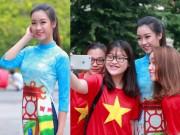Thời trang - Mặc áo dài và quần jeans tại Hồ Gươm, hoa hậu Đỗ Mỹ Linh bị fan vây kín