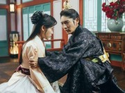 Xem & Đọc - Người tình ánh trăng tập 19: IU buông tay Lee Jun Ki để cưới người khác