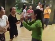 """Đám cưới """"chạy lũ"""" thể hiện sức lạc quan của bà con Quảng Bình"""