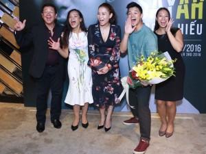 Thu Minh rạng rỡ bên gia đình Trọng Hiếu Idol