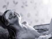 Tin tức - Cha đau thắt lòng chụp ảnh con gái 4 tuổi quằn quại với căn bệnh ung thư