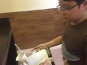 Tin tức - Hành động của cậu bé lớp 4 sau khi ăn xong trong cửa hàng khiến nhiều người phải xấu hổ