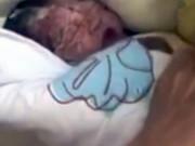 Tin tức - Bé sơ sinh bị mẹ vứt vào thùng rác nhà vệ sinh công cộng vì quá nghèo