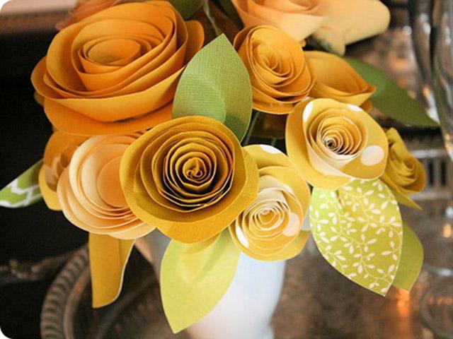 Mẹ khéo tay trổ tài tự làm hoa tặng thầy cô nhân ngày 20/11