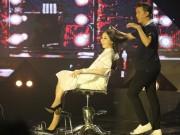 Làng sao - Đàm Vĩnh Hưng cắt phăng tóc của nữ thí sinh ngay trên sóng trực tiếp