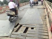 Tin tức - Hiểm họa rình rập từ cây cầu xuống cấp do xe trọng tải 'giày xéo'