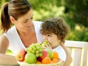 Làm mẹ - Cho trẻ ăn hoa quả thay rau có được không?