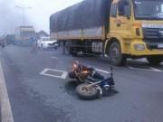 Tin tức - Thiếu nữ hoảng hồn bỏ chạy vì xe máy đang lưu thông bốc cháy