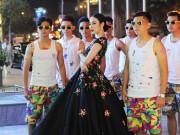 Choáng với dàn vệ sĩ màn ảnh quần đùi áo hoa của Phương Trinh