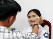 Làng sao - Quán quân The Voice Kids Thiện Nhân tất bật chạy show, mặc đồng phục khi make up