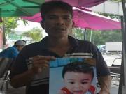 Tin tức - Bố quỳ ngoài đường tìm con trai mất tích: Cháu bé đang sống cùng mẹ ruột