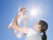 Làm mẹ - Sự thật giật mình về chuyện tắm nắng cho trẻ sơ sinh: Hại nhiều hơn lợi