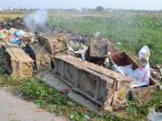 Tin tức - Hải Dương: Hàng chục chiếc quan tài bị bỏ ven đường