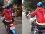 Tin tức - Rùng mình cảnh bà mẹ trẻ đặt con vài tháng tuổi lên đùi, phóng xe đạp điện băng băng trên đường