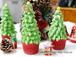 Bánh cupcake cây thông cho Noel thêm ấm áp