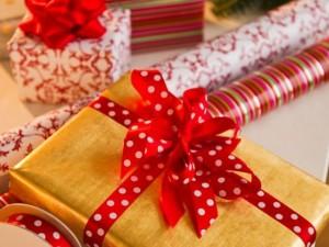 Mở quà Giáng sinh sớm, hai bé trai bị mẹ dùng dây lưng đánh dã man