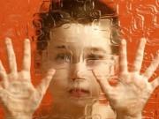 """Tâm sự """"tận cùng đau khổ"""" của người mẹ có 2 con đều mắc bệnh tâm lý"""