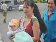 Tin tức - TP.HCM: Trẻ nhỏ vật vạ, ngủ gật theo cha mẹ về quê nghỉ Tết Dương lịch