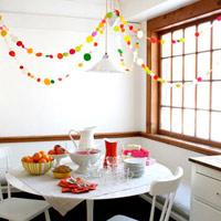 """""""Thổi"""" năm mới vào nhà với dây treo đa sắc"""