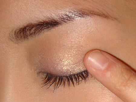 Trang điểm mắt khói với màu nâu vàng - 3
