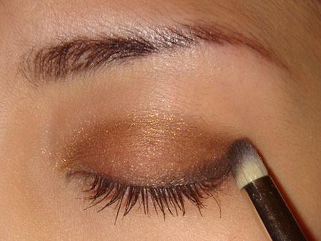 Trang điểm mắt khói với màu nâu vàng - 5